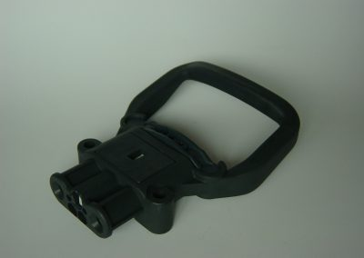 Gniazdo Din 80A (rozstaw styk&#243w 32 mm), opcja z uchwytem sta&#322ym
